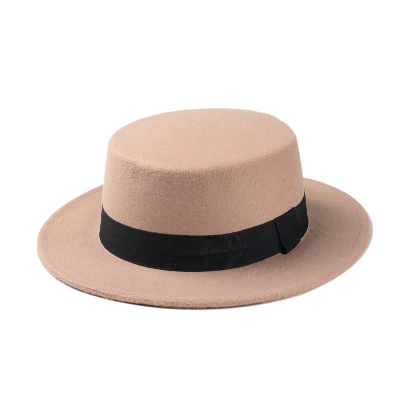 Chapeau plat a bord large