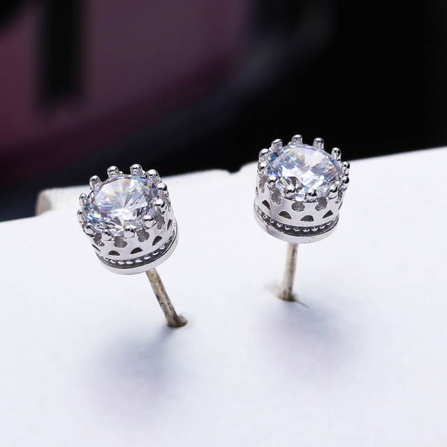 DreamCarnival 1989 Popular Crown Style Stud Earrings for Women High Quality Clear White Zircon Stone Luxury Daily Wear SE07488RB
