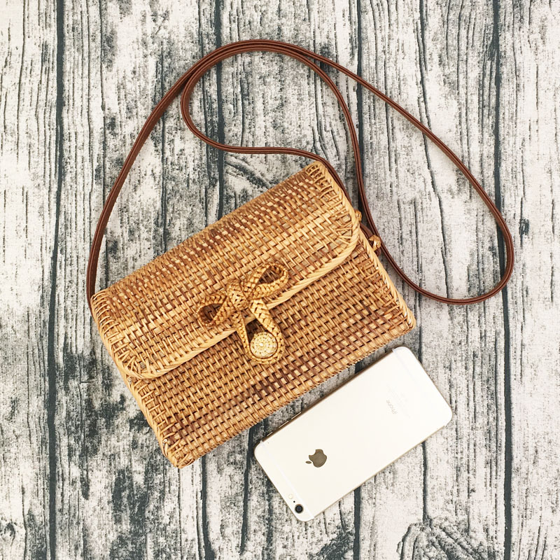 Women Retro Straw Clutch Handbag for Summer Beach Bag Rattan Woven Handmade Knitted Purse Envelope Bag Wallet