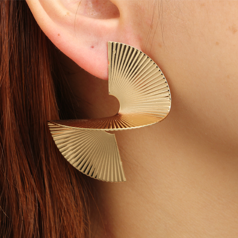 Fashion-Alloy-Vortex-Geometric-Stud-Earring-for-Women-Gold-Silver-Color-S-Fan-shaped-Statement-Earrings