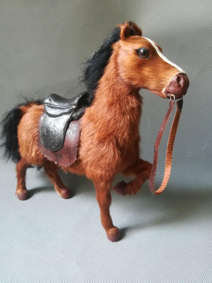 Cheval de simulation avec selle en plastique et fourrures cheval brun modèle 24x22 cm, cadeau de jouet de décoration de bureau à la maison w0209