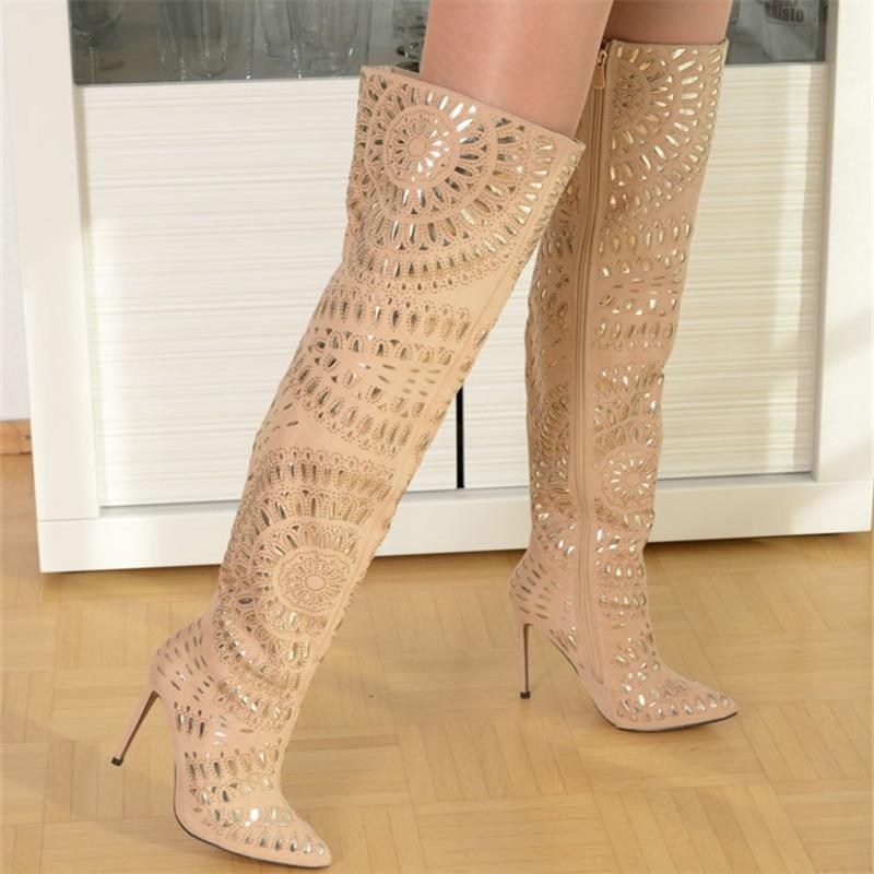 EMMA KING/новейшая модель, женские сапоги выше колена с острым носком, украшенные кристаллами и шипами, высокие сапоги на шпильках