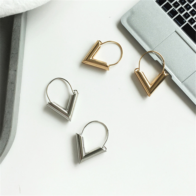 2018 Simple Metal Wind Letter V Shape Stud Earrings For Women New Fashion Trend Gold Silver Earrings Brincos Oorbellen Gift