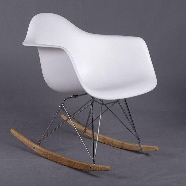 Пластик стул. В кресло-качалка с подлокотник. Очень момент в балкон или на открытом воздухе использования