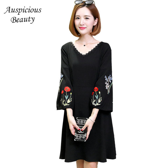 2018 Spring Fashion Black Evening Party Dress Women Knee-Length Embroidered Floral Dress Elastic Plus Size Vestidos Femme SUN100