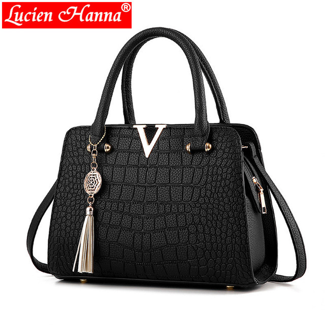 Crocodile Leather Women Bag Handbags V Letter Fringed Pendant Luxury  Designer Alligator Ladies Crossbody Messenger Shoulder Bags 0fc2ce50d1