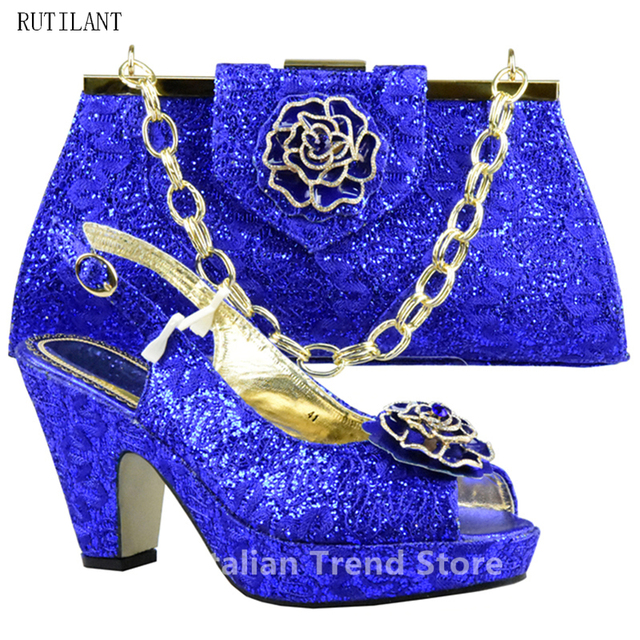 39d7ed9c2 Reais Sapatos Azuis e Saco Conjunto Decorado com Strass Sapatos Nigeriano e  Bolsa de Definir para
