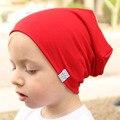 Moda Lindo Sólido de Punto de Algodón Sombreros Para Niños Recién Nacidos Del Bebé Otoño Invierno Orejeras Calientes Coloridas Gorras Skullies