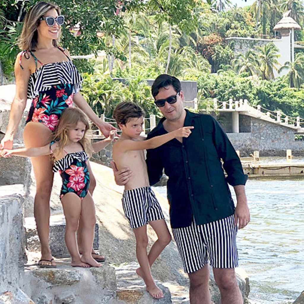 Traje de baño a juego de la familia de la manera de los hombres de la playa de la raya de impresión corriendo pantalones cortos de la familia de juego madre e hijo conjunto # y2