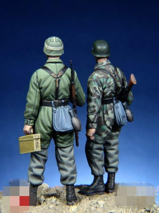 1//35 Resin Figure Model Kit GERMAN 3 FIGURES WITH device WWII WW2 Unpainted