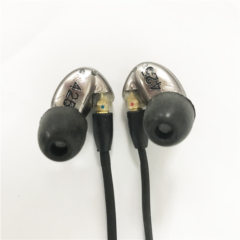 Branded SE425 Stereo Balanced Armature Headsets Noise Canceling 3.5MM In ear Headphones Separate Cable earphones with retail Box 2017 new arrived se425 stereo headset noise canceling 3 5mm in ear headphones separate cable earphones with box also sell se535