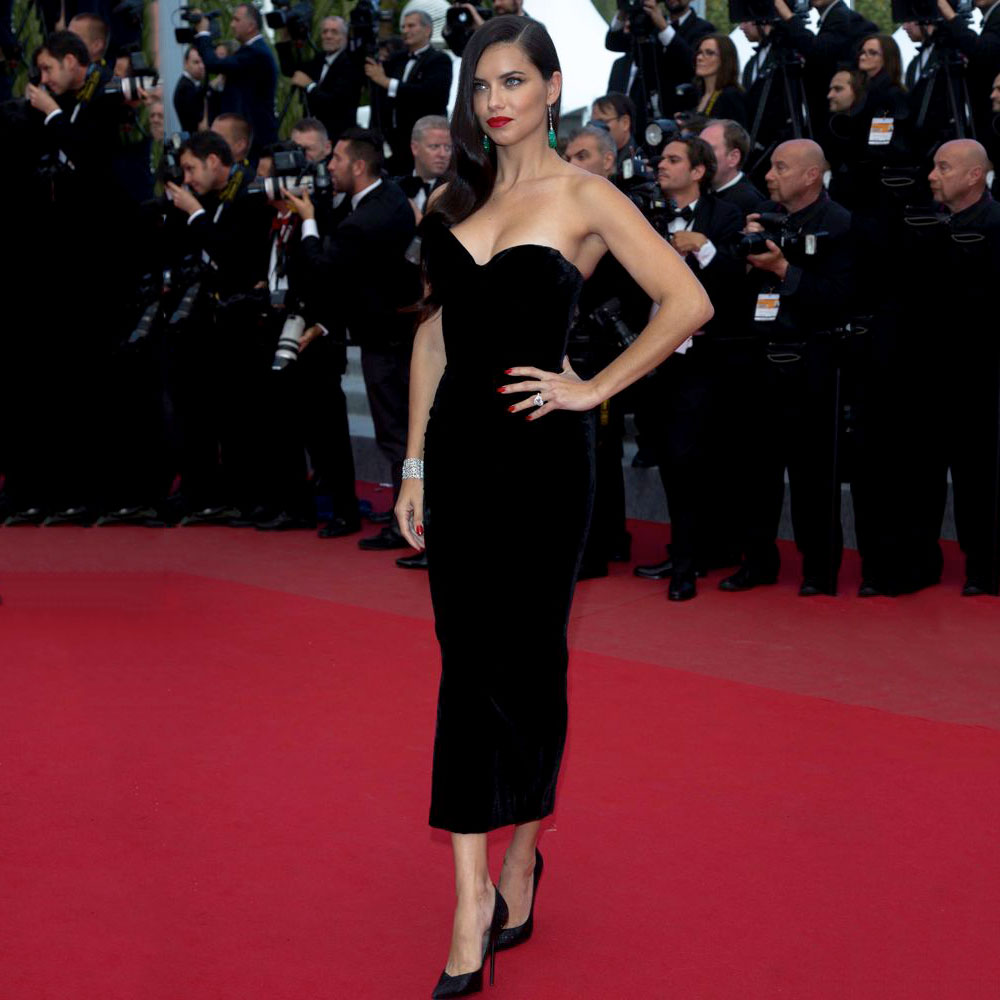 Robes de célébrité droites en Satin noir pas cher 2019 robe de tapis rouge chérie hors épaule fermeture à glissière dos robes de soirée