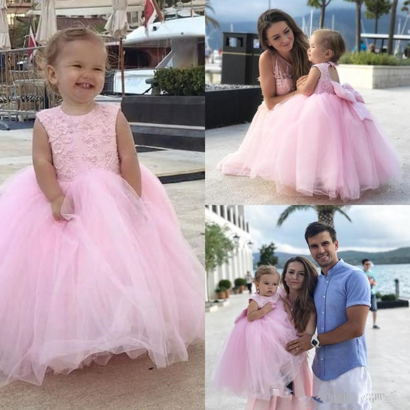 2019 Vintage Blush Pink Princess Flower Girl Dresses Appliqued Lace Bow Flowergirl Dresses Floor Length Birthday Party Dresses