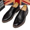 Estilo británico de los hombres ocasionales suaves vestidos de diseño de la boda discoteca bullock oxford brogue zapatos de cuero reales adolescente plana zapato masculino