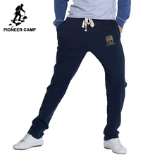 Pioneer Camp 2017 новое поступление спортивные мужсие брюки средной толщиной  модняя модель качественый хлопок  веснные с летнные брюки тёмно синего цвета  505100 М