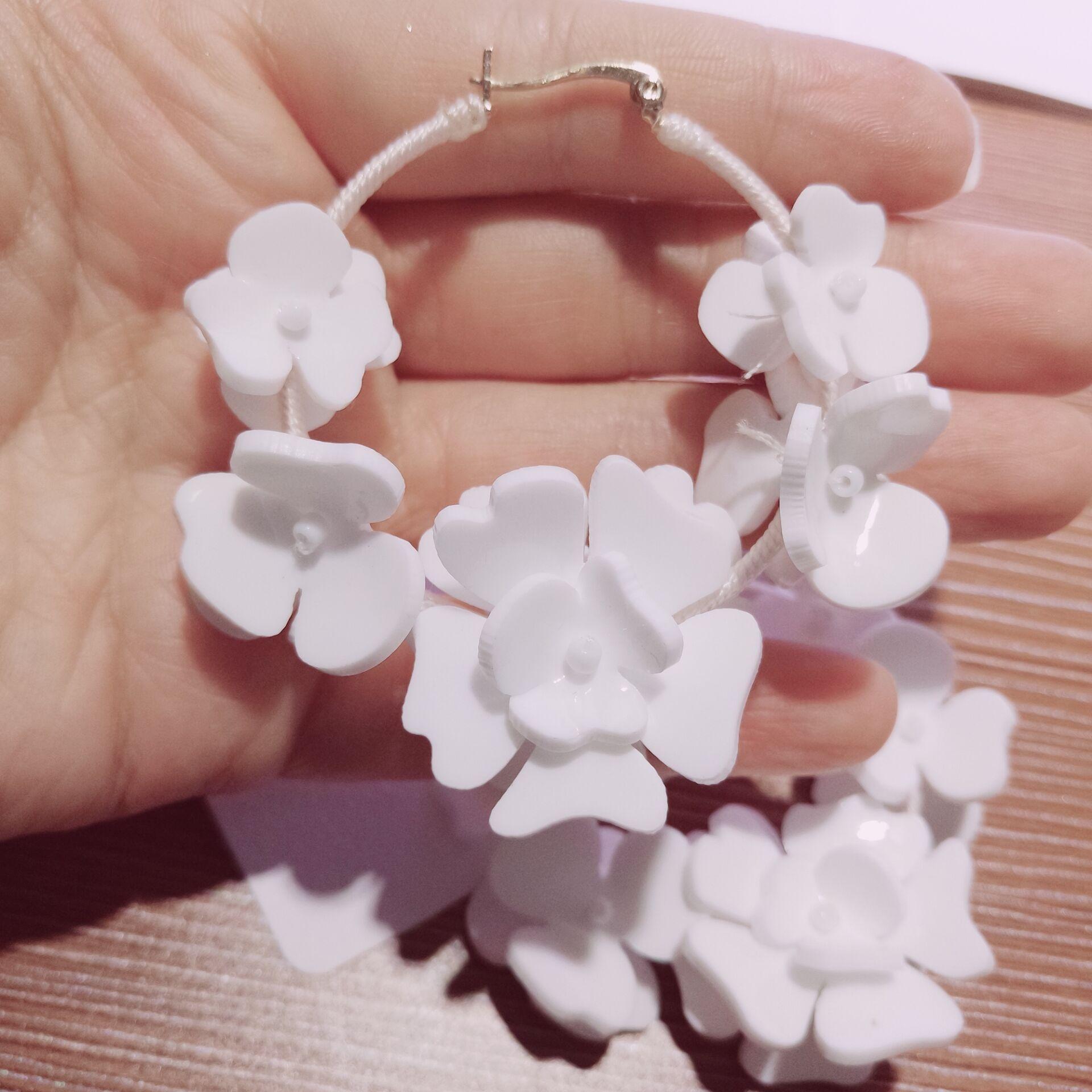 купить Personality temperament handmade white flowers big circle earrings women super cool cold wind earrings 923 недорого