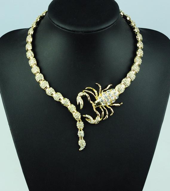 $2017 de la venta caliente de la personalidad Exagerada aleación CZ Scorpion collar corto Collares Collares del collar Retro de la moda de primavera de las mujeres