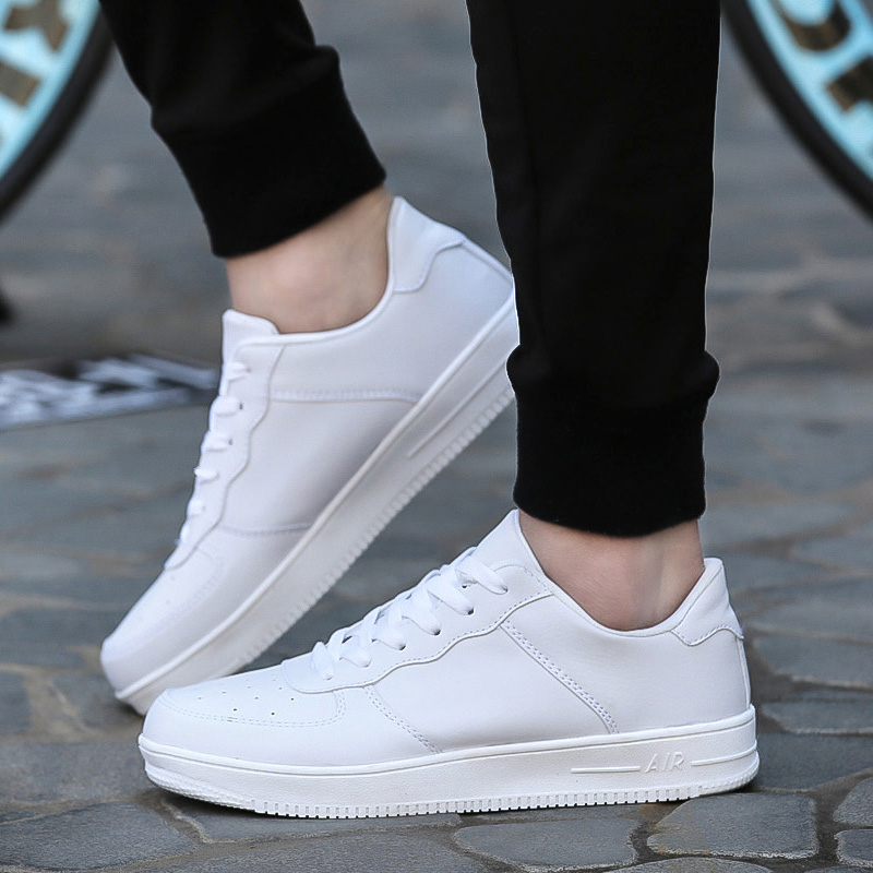 White sneakers are 2018 summer fashion essentials for men!