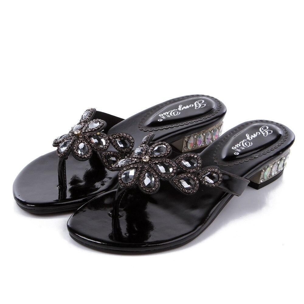 Nouvelles tongs en cristal d'été de haute qualité épaisses avec des chaussures à talons hauts bas chaussons pour femmes tongs en strass