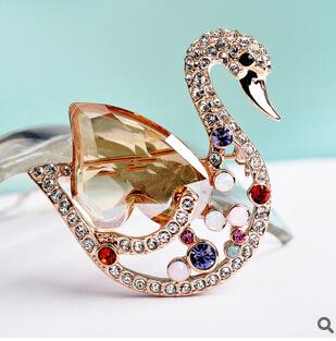 SWA cristal broche broche usando cisne fêmea bonito high-end de cristal Austríaco jóias para as mulheres Frete grátis
