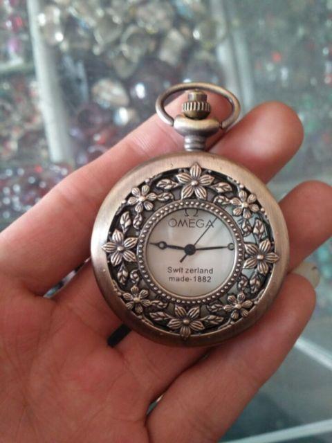 Statue de montre de poche mécanique en cuivre de fabrication chinoise élaborée avec de belles fleurs