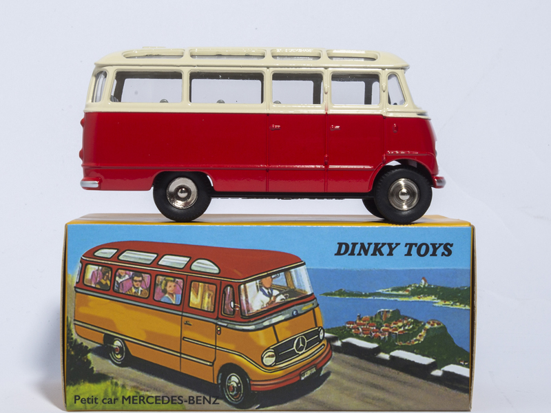 все цены на ATLAS 1/43 DINKY TOYS 541 Petit Car MERCEDES-BENZ ALLOY DIECAST CAR MODEL