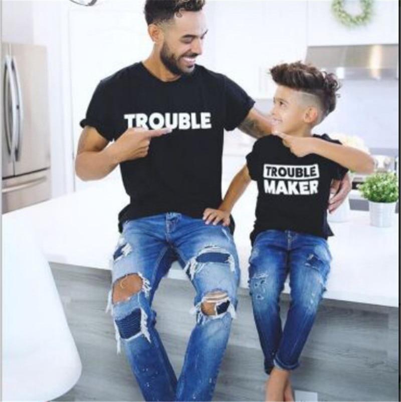 Famiglia Camicia Papà Mamma Del Bambino Del Capretto T-Shirt Magliette e camicette Trouble Maker Abiti Vestiti di Corrispondenza Nuovo Outfit Uguali per la Famiglia