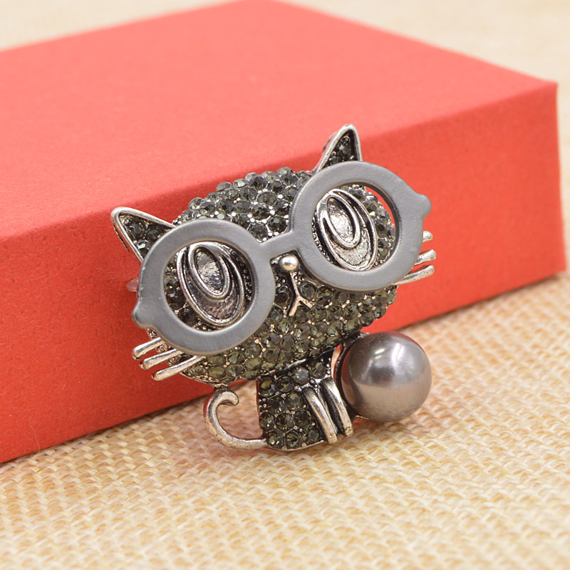 CINDY XIANG New Arrival Wear Glasses Cat Brooches for Women Cute Animal Jewelry Backpack Badges Rhinestone Kitty Pin 2 Colors in Brooches from Jewelry Accessories