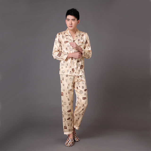 Homens de ouro Do Falso Pijamas De Seda Pijama Definir Plus Size Sleepwear Terno primavera Outono Salão Sleepwear Desgaste S M L XL XXL XXXL MP007