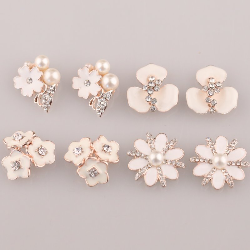 Competitive Vintage Handmade Flower Rhinestone Buttons Bling Flatback  Crystal Pearl Decorative Buttons Flower Center 5pcs 6b0632ce8010