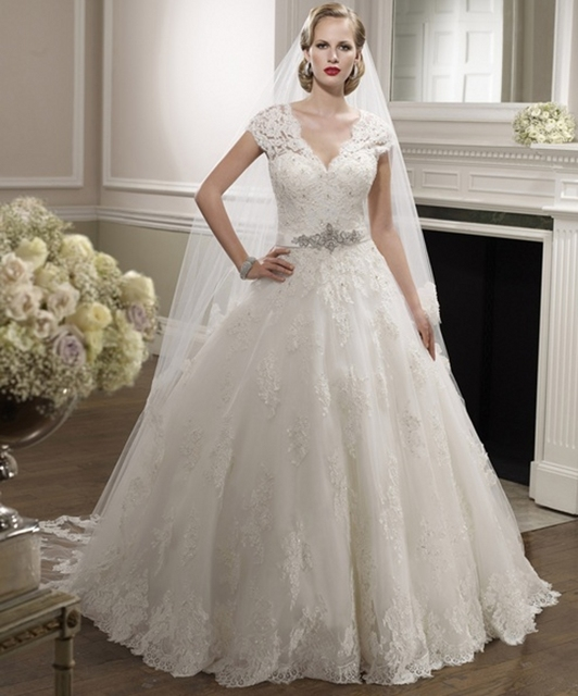 cda7eac823275 US $168.0 |Short Sleeve Beaded Lace Wedding Dresses Ball Gown V Neck Bridal  Dresses New A Line Designer Wedding Gowns robe de mariage-in Wedding ...