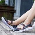 2017 de Primavera y Verano Transpirable Mujer Zapatos de Moda Se Deslizan En los Holgazanes Zapatos de Los Planos de Luz Al Aire Libre Para Caminar Casuales Tejen Los Zapatos Para Las Mujeres