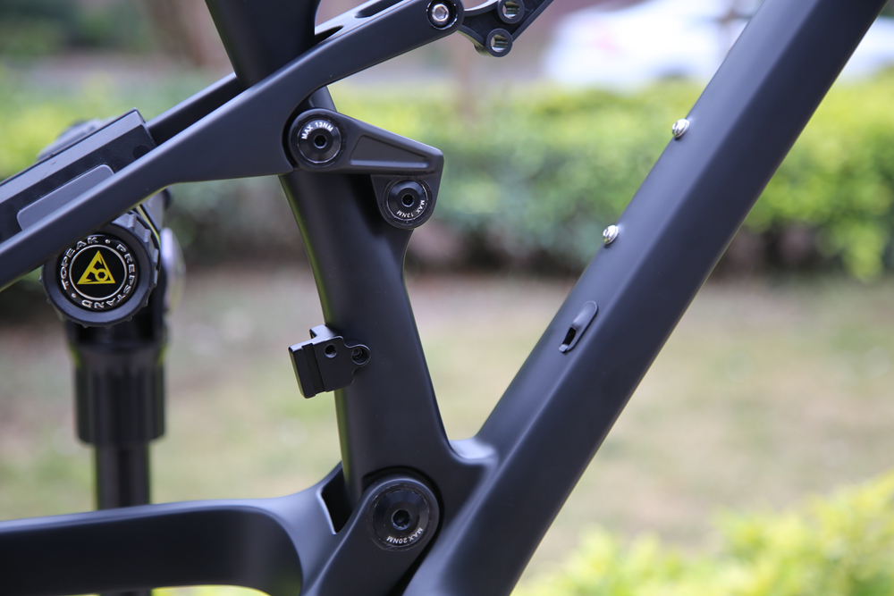 CARBON-SUSPENSION-BIKE-FRAME02