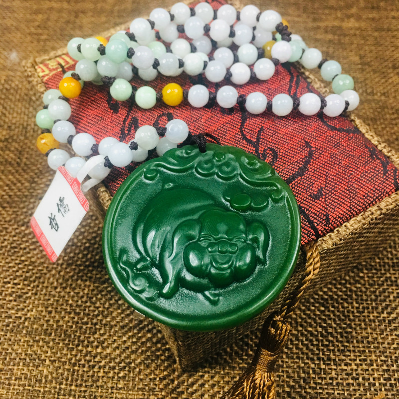 New Natural JADESt Pendant Beautifully carved green round piglet pendant with three color beaded chain sweater chainNew Natural JADESt Pendant Beautifully carved green round piglet pendant with three color beaded chain sweater chain
