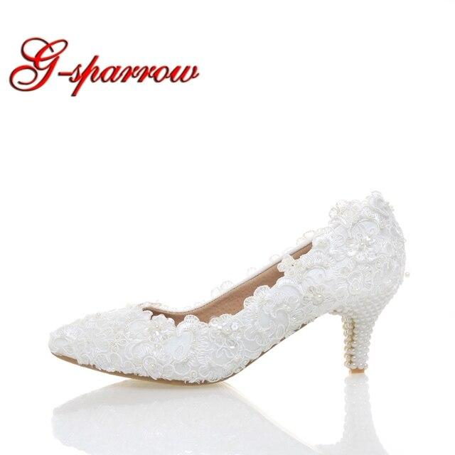 816f1d64a8 O Laço branco de Casamento Salto Baixo sapatos de Noiva Sapatos de Salto  Gatinho Sapatos de