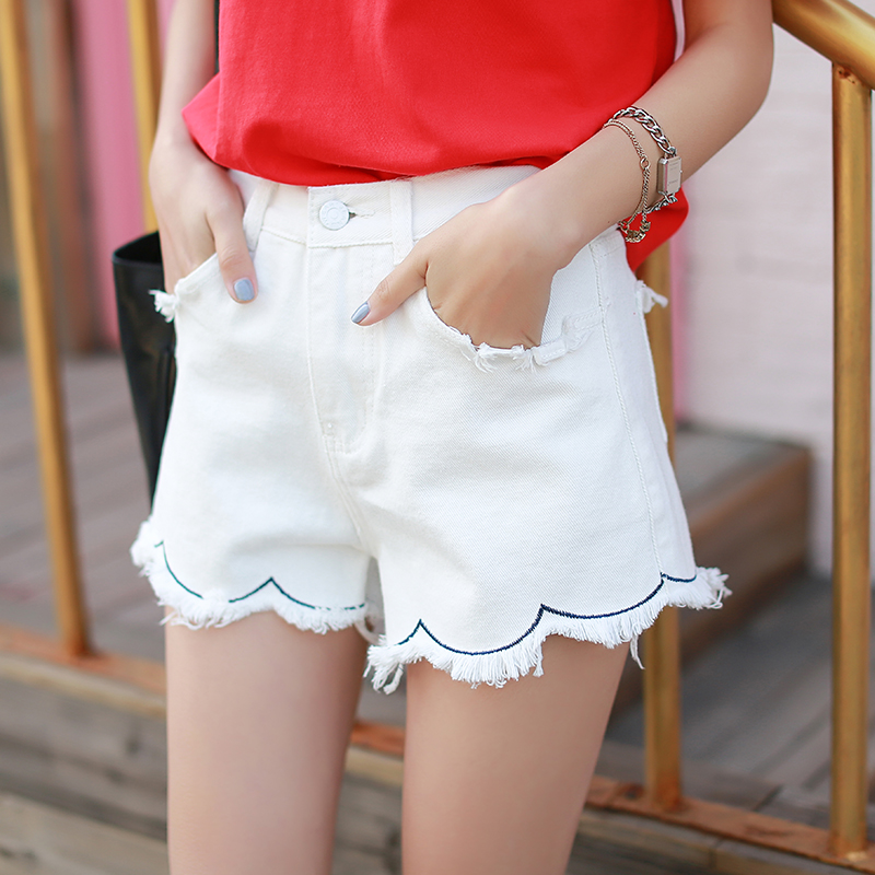 2017 Summer New White Lace Shorts Female Was Thin Korean Version of High Waist Hole Denim Short Pants