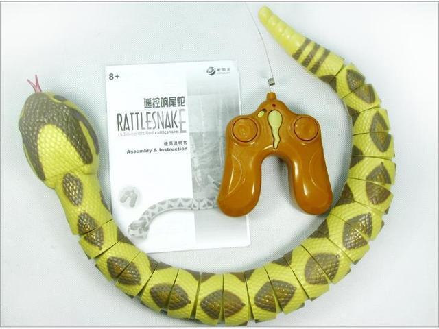 قطعة واحدة RC الحيوانات rattlesnake ، ثعبان التحكم عن بعد 75 سنتيمتر طويلة ، أطفال juguداعي للاهتمام حذاء رياضة ، بطارية ألعاب تتحرك