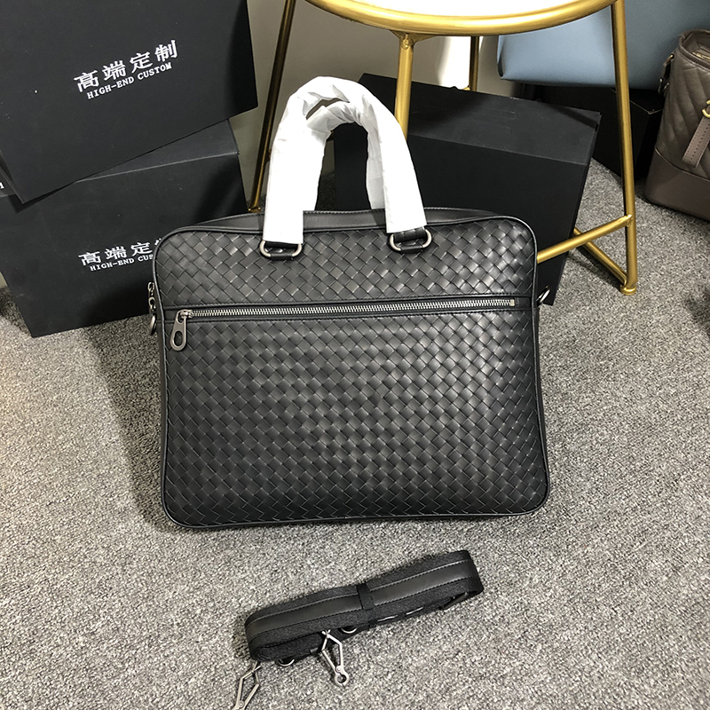 Customized waxed cowhide business man bags genuine leather hangbags Classic leisure Hand knitted BriefcaseCustomized waxed cowhide business man bags genuine leather hangbags Classic leisure Hand knitted Briefcase