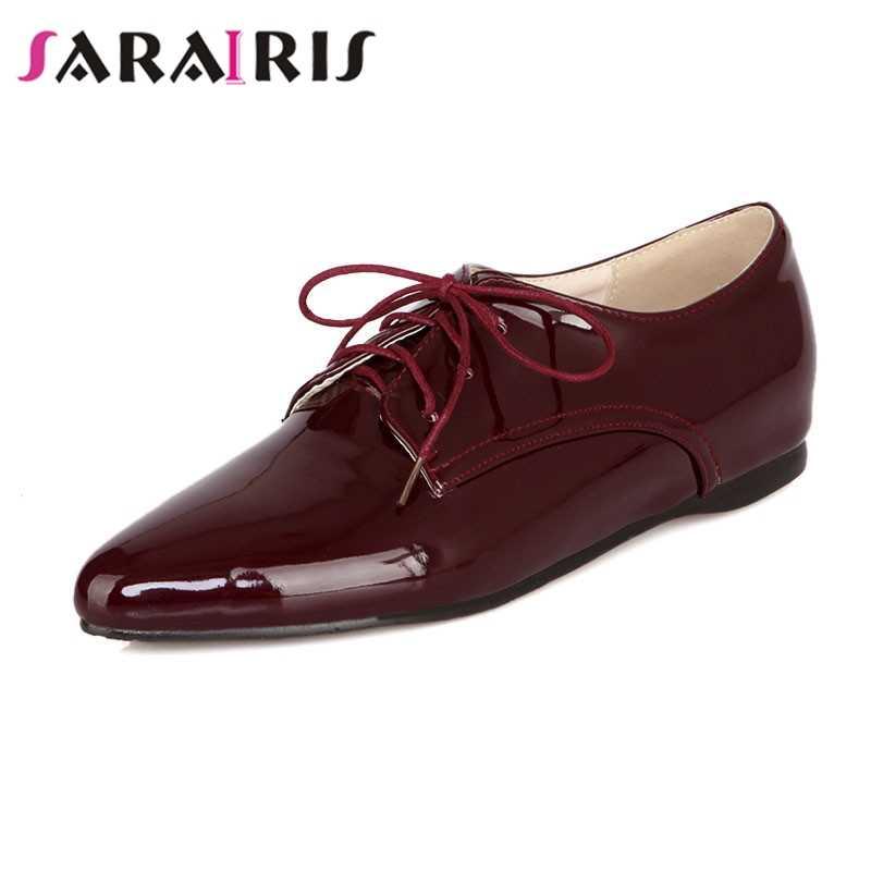 SARAIRIS 2019 Lace Up Lace Up Patent Bovenste Britse Stijl vrouwen Oxfords Zwart Blauw Wit Wijn-rode Schoenen vrouw Big Size 34-43