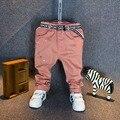 Venda quente! 2016 Nova Moda Primavera calças jeans rasgado calças de brim do bebê menino para crianças dos miúdos Meninos pintura calças Casuais com cinto
