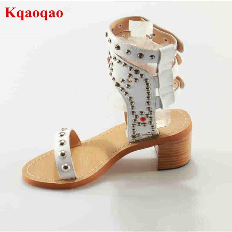 MIQUINHA бренд Для женщин Гладиатор заклепки Украшенные летние женские Босоножки с открытым носком слинбэки пляжная обувь для подиума супер зв