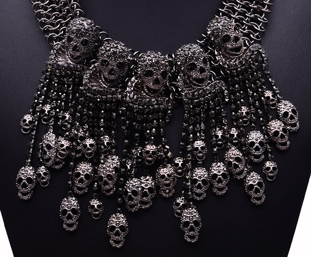 HEAD SHORT CHAIN SKULL NECKLACE