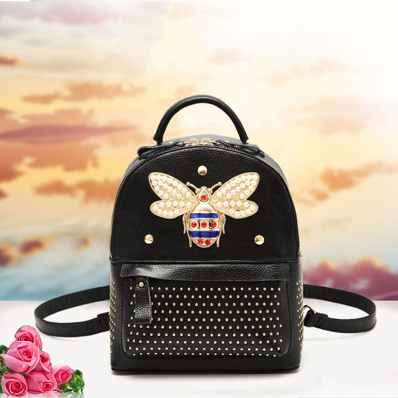 Women's first layer of leather Korean version of the new bee Liu Nai College of wind large-capacity leather backpack vectorial capacity of ticks
