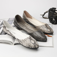2019 spring new fashion simple snakeskin flat shoes women comfortable wild soft casual shoes.