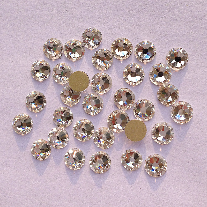 Podobny do SWA 8 big + 8 small Cut Face ss20 4,8-5,0 mm Clear Crystal Nail Art Glue On Non-hotfix Rhinestones