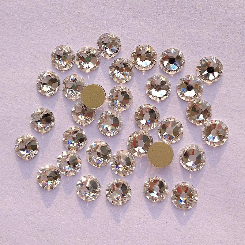 Podobno kot SWA 8 velik + 8 majhen cut ss20 4,8-5,0 mm Clear Crystal Nail Art Lepilo na ne-hitrih popravkih Rhinestones