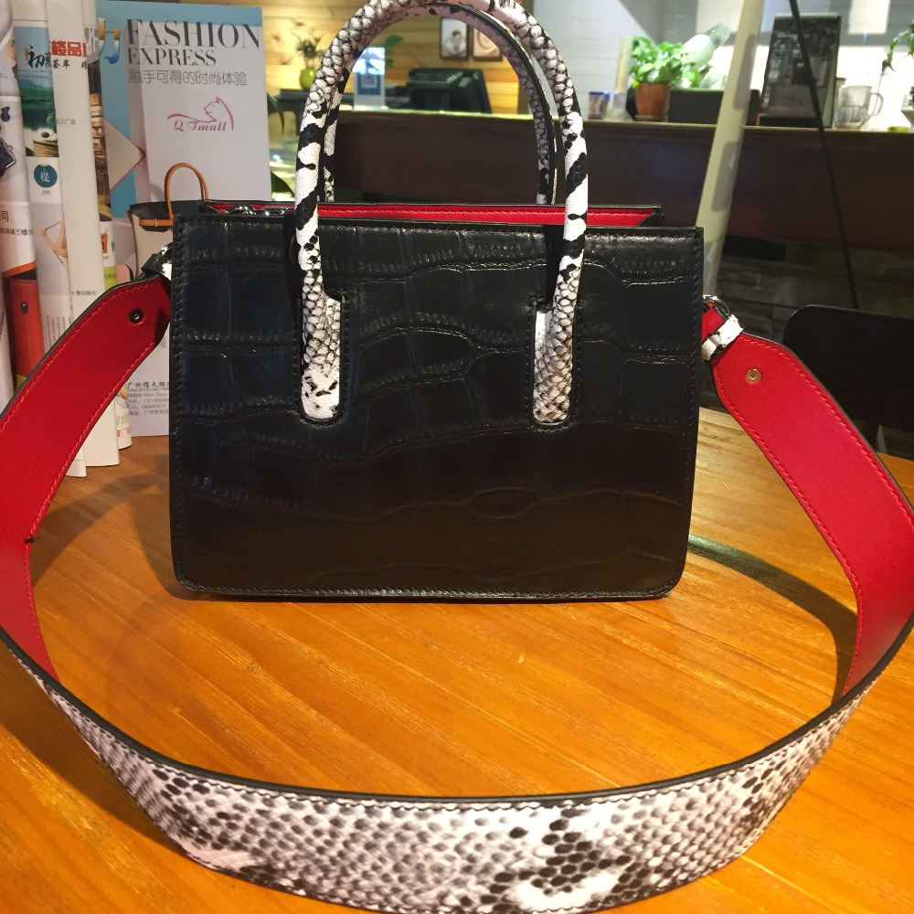 Здесь продается  2017 new woman genuine leather luxury brand designer handbag alligator serpentine print wide strap messenger crossbody bag flap  Камера и Сумки