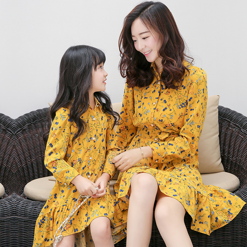 family matching clothes 2017 mother daughter dresses for girls Summer Print Dress Long Sleeve Bow Tie Button mom and me clothes