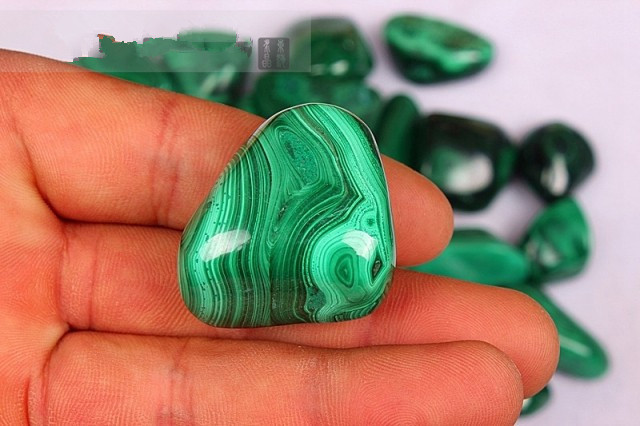 Natural malachite gravel azurmalachite stone fish tank flower pot chaeseokgang crystal stone 40-50gNatural malachite gravel azurmalachite stone fish tank flower pot chaeseokgang crystal stone 40-50g