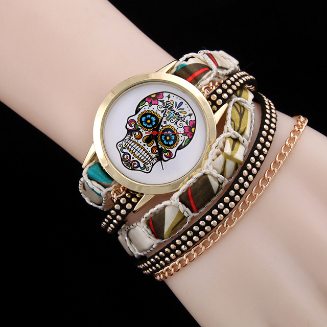 Hot selling fashion bracelet watch women skull pattern rivet chain winding watch